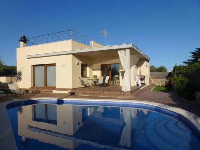 MAGNIFICA VILLA CON PISCINA Y VISTA MAR, holiday rental in Biniancolla