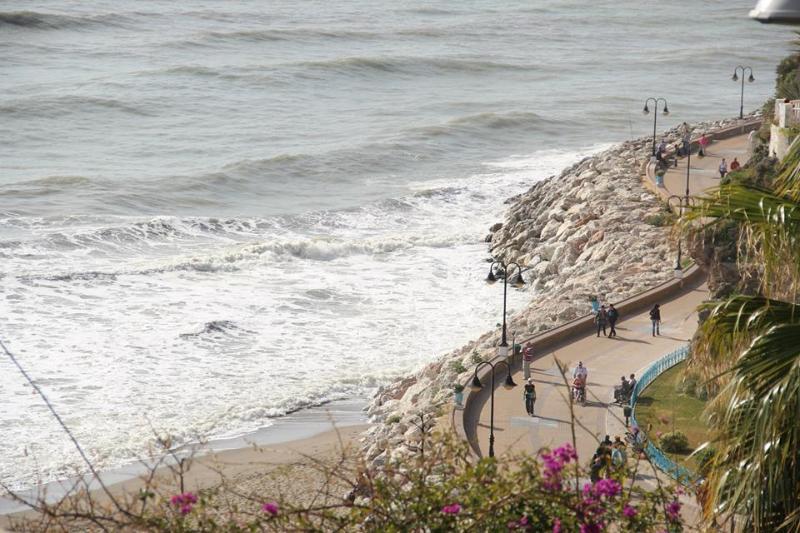 El paseo maritimo de Torremolinos. A 20 metros.