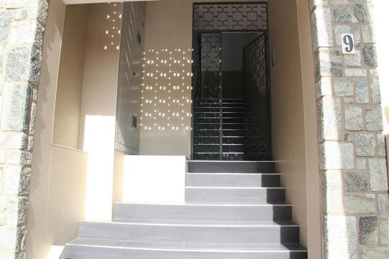 El portal del edificio.