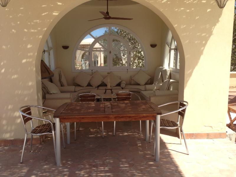 alfresco dining! sun room with ceiling fan