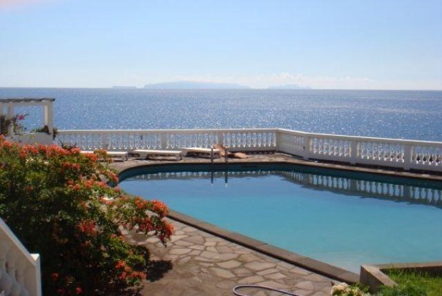 1 - Quintinha Fernando - Piscina privada y  con vistas al mar (Quarto 1), holiday rental in Santa Cruz