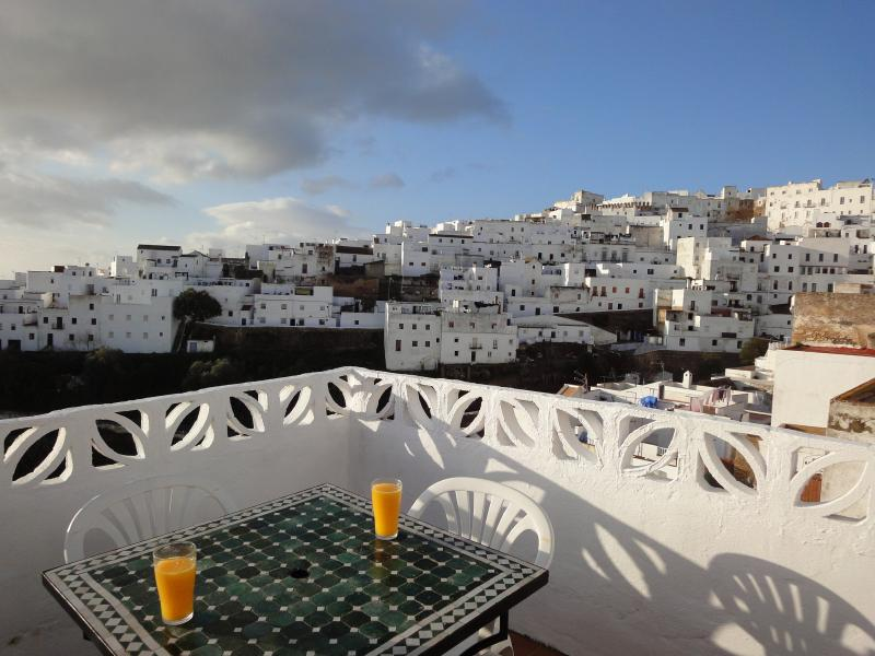 Rustic Townhouse La Piconera with spectecular views from the terrace, holiday rental in Vejer de la Frontera