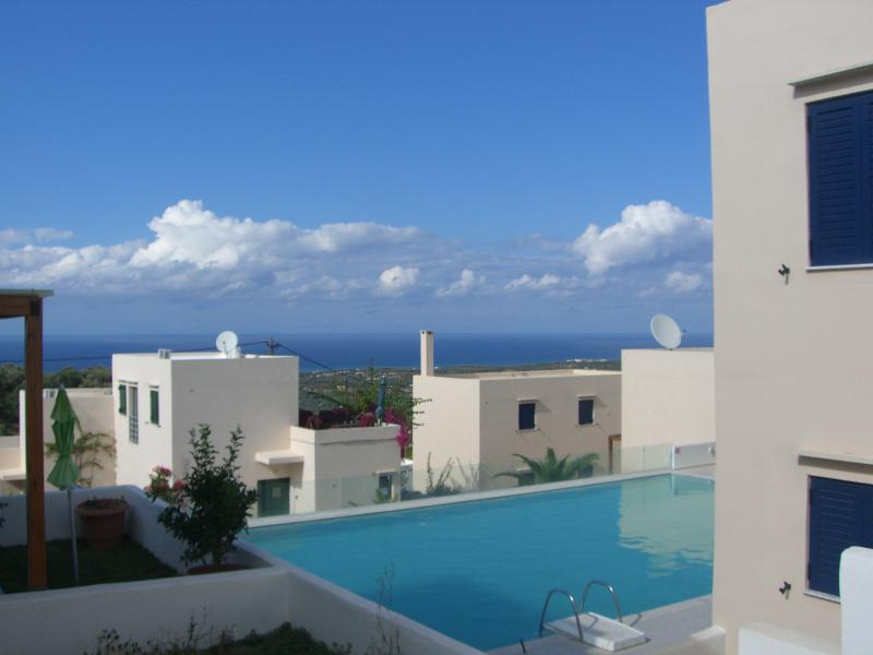 Sea view over swimming pool