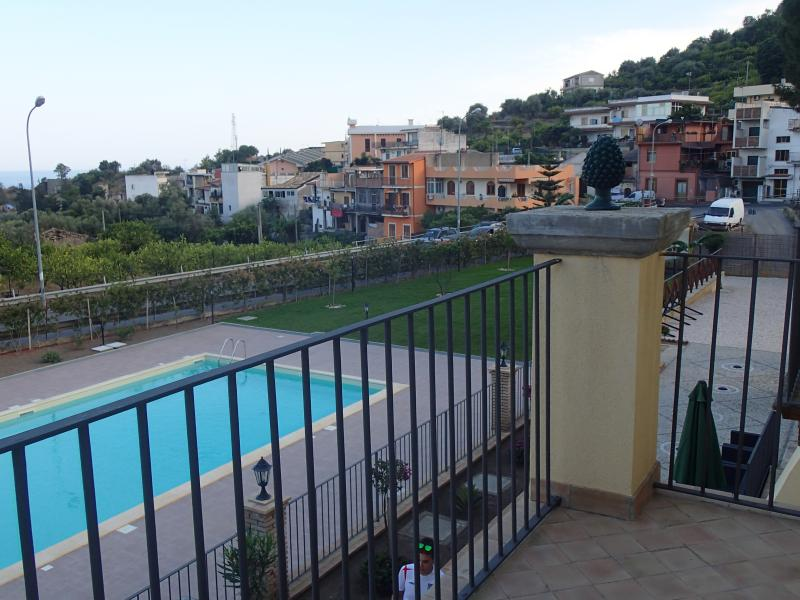 PATITIRI DOUBLE ROOM+POOL(n°5)near Savoca&Taormina, holiday rental in Casalvecchio Siculo
