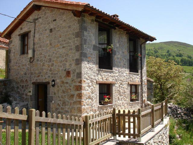 Casa El Canalizu La Abeya, holiday rental in Arguebanes