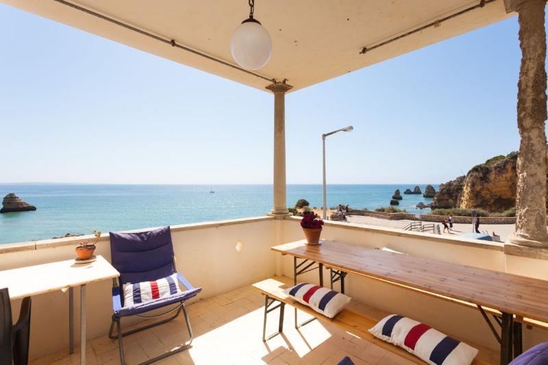 CasaTrigoso's Lovely old veranda apartment above the beach, holiday rental in Faro District