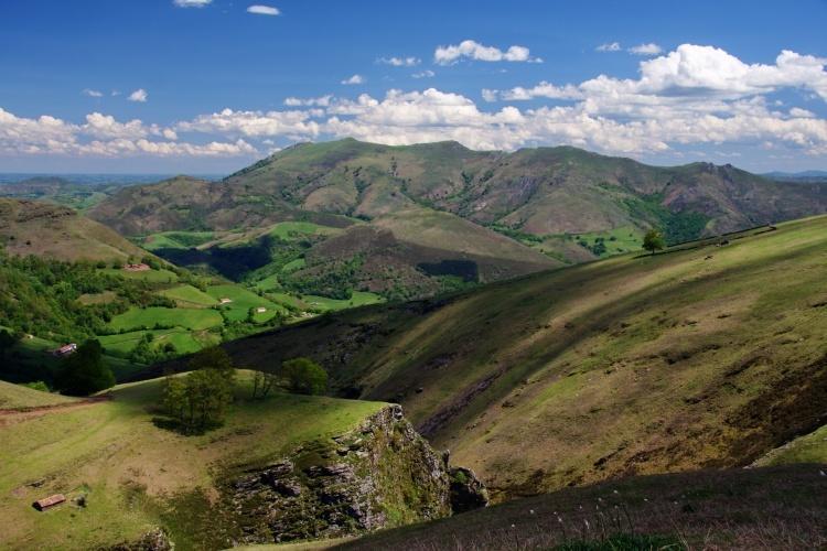 Les montagnes: Baigura, Artza Mendi ou la Rhune (ici Baigura)
