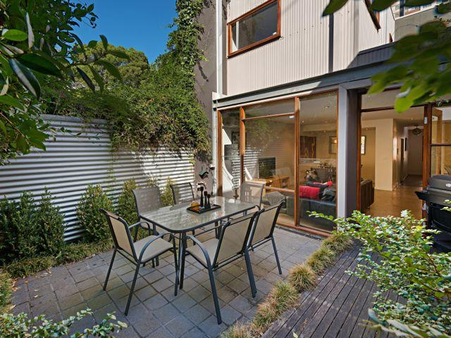 FitzGeorge - 2 bedroom in prime Melbourne location, vacation rental in Melbourne