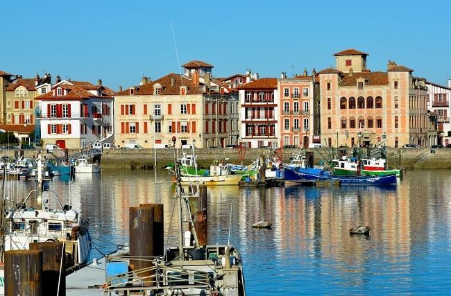 Saint Jean de Luz: sa grande plage, la baie aux eaux calmes, le port, Louis XIV