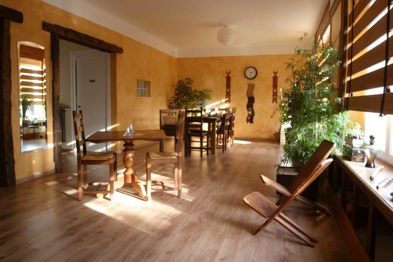 La salle à manger (où est servi le petit-déjeuner).