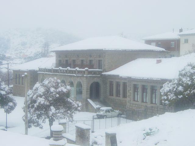 El edificio en invierno