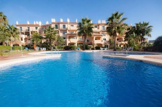 Location,Location, Luxury 2 bed penthouse apartment (sleeps 7) Puerto la Duquesa, holiday rental in Pueblo Nuevo de Guadiaro