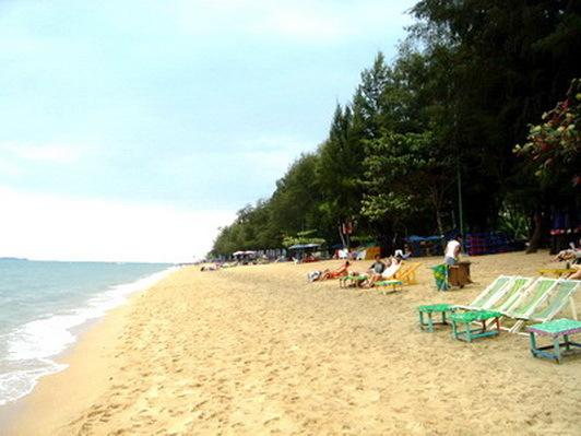 Dongtan beach considered the best beach in Pattaya/Jomtien exactly outside our beach entrance