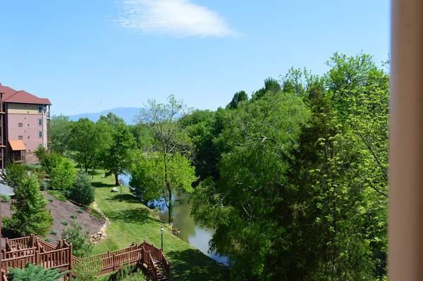 Berg en uitzicht op de rivier