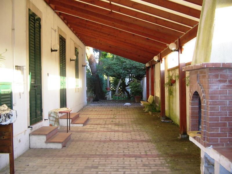 patio e ingresso posteriore