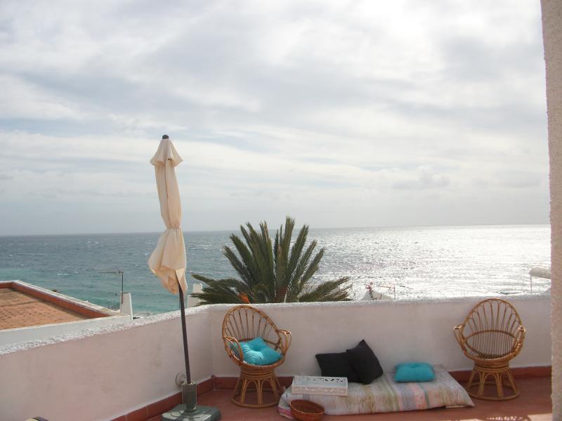 Amplia terraza con la vista más alta de Agua Amarga.
