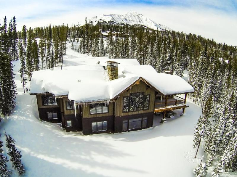Perfect ski access, Best views anywhere, 2.5 ac of privacy - Chef's Kitchen, holiday rental in Big Sky