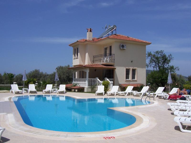 Villa Fleurie ist eine große Vier-Schlafzimmer-Villa in der Nähe von Fethiye und Ölüdeniz