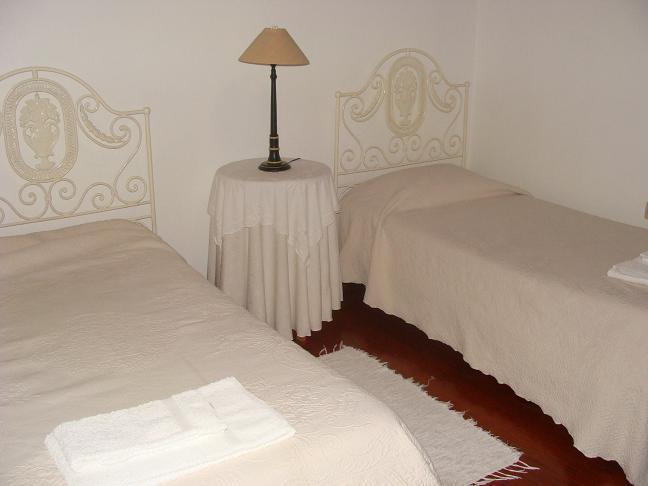 Quarto com 2 camas individuais Casa da Lagariça