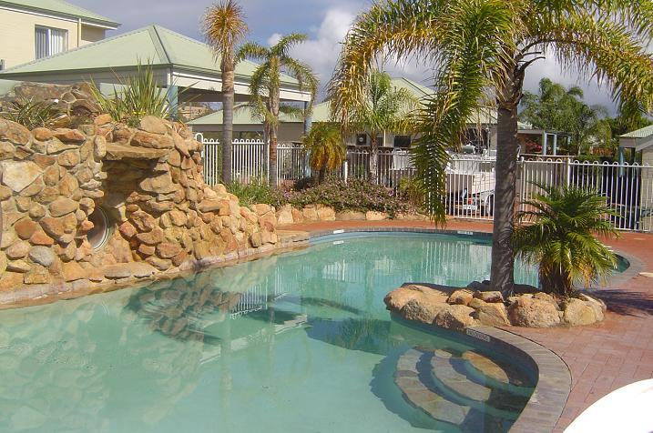 Beautilful secured pool 20 meters from your doorstep