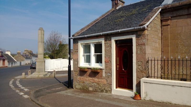 The Old Sweetie Shop,cottage in village location,, holiday rental in Kirkmichael