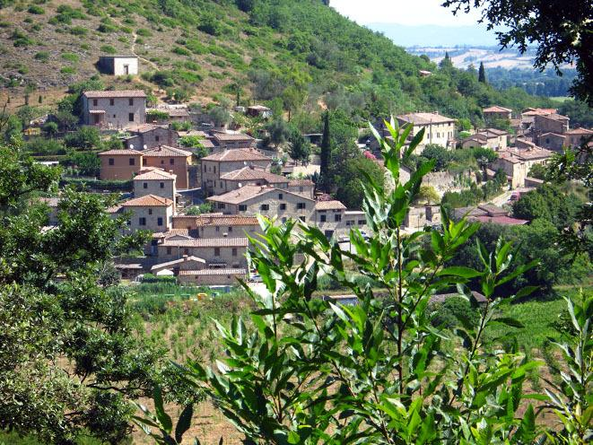 Michelangelo aprtment Tuscany village near Siena, alquiler vacacional en Brenna