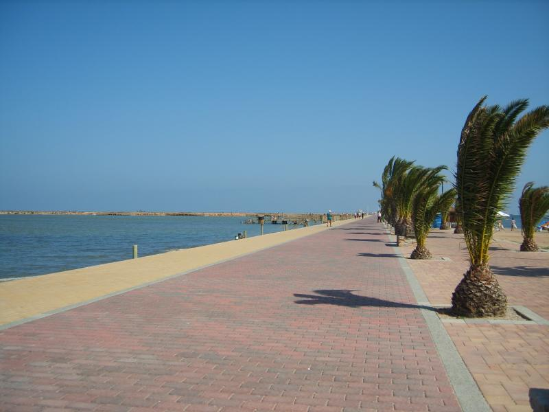 Walkway at Lo Pagan leading to salt lakes