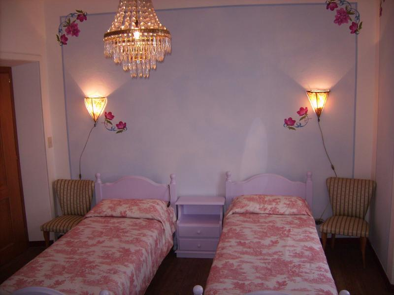 Third bedroom ( available only spring and summer) with two single beds.