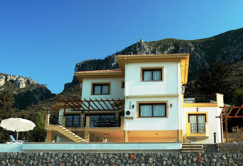 Villa Jacaranda, location de vacances à Kyrenia