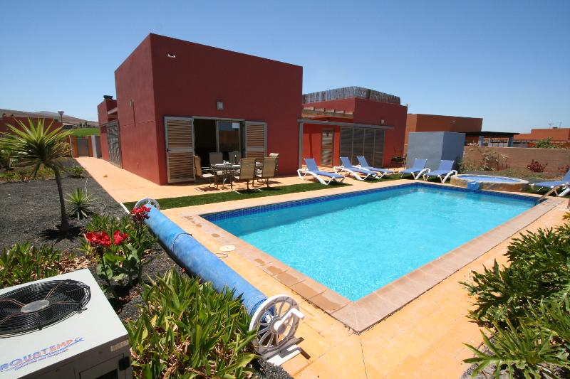 Villa Nicola (on Golf Course), holiday rental in Caleta de Fuste