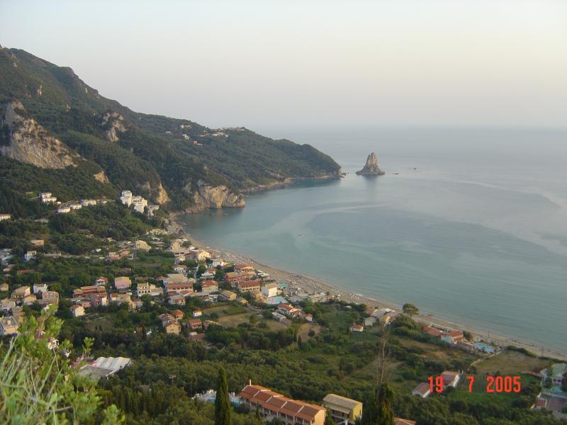 Agios Gordios & la roche Ortholithe