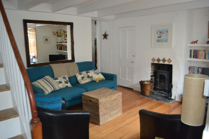 2 bed Vintage Fishermans Cottage, St Ives Cornwall, nr beach + log burner+WiFi, vacation rental in St Ives
