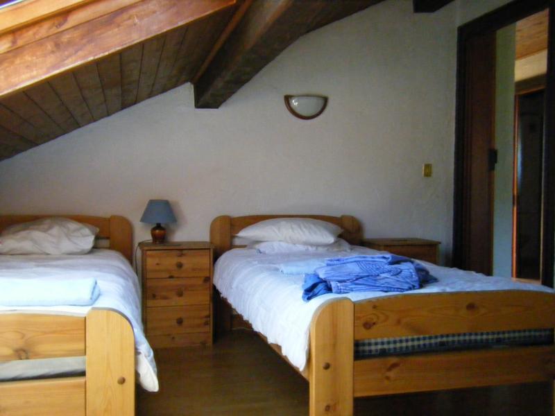 Top Floor bedroom 3 single beds
