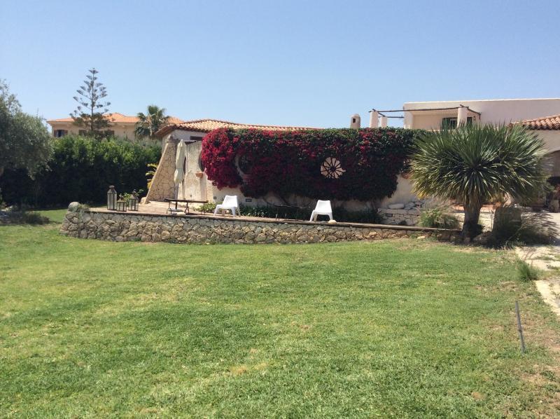 Villa Hybla tre appartamenti in villa, casa vacanza a Avola