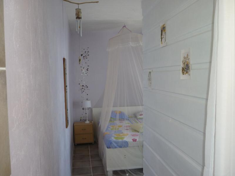couloir entre la pièce de vie et la chambre