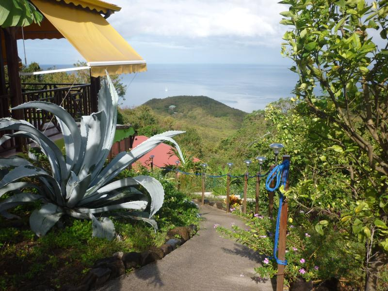 jardin tropical , entrée vers la location
