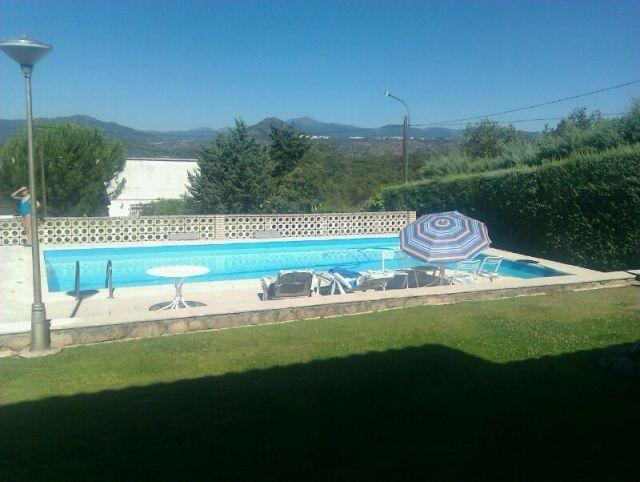 Casa para 12 personas con piscina, jardín y barbacoa, alquiler vacacional en Santa María del Tiétar