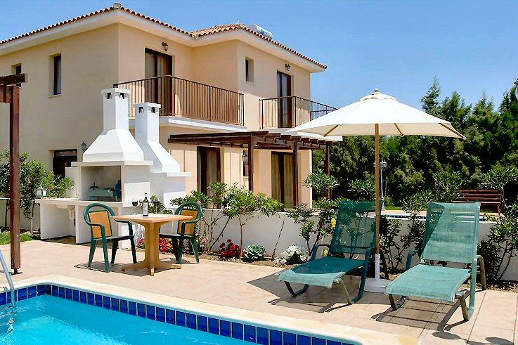 Reginas villa pool,garden,wifi,parking,2km fromsea, holiday rental in Larnaca