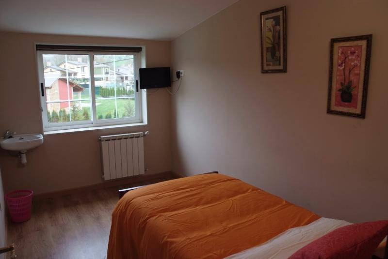 Habitación Individual Sarria baño privado, vacation rental in Becerrea
