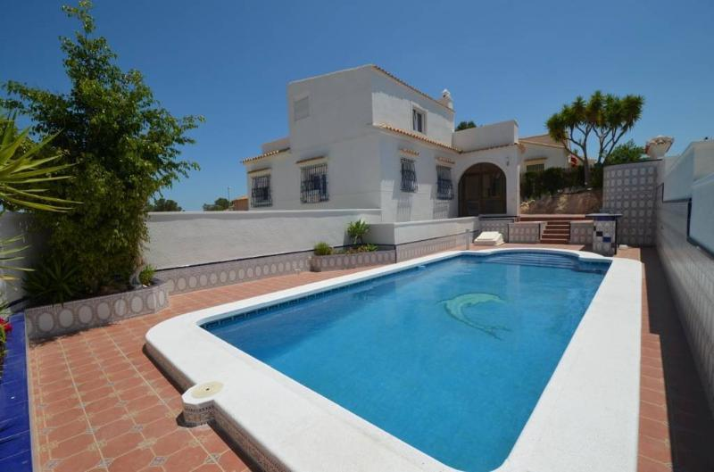 Luxury Villa with ample living space, location de vacances à San Miguel de Salinas