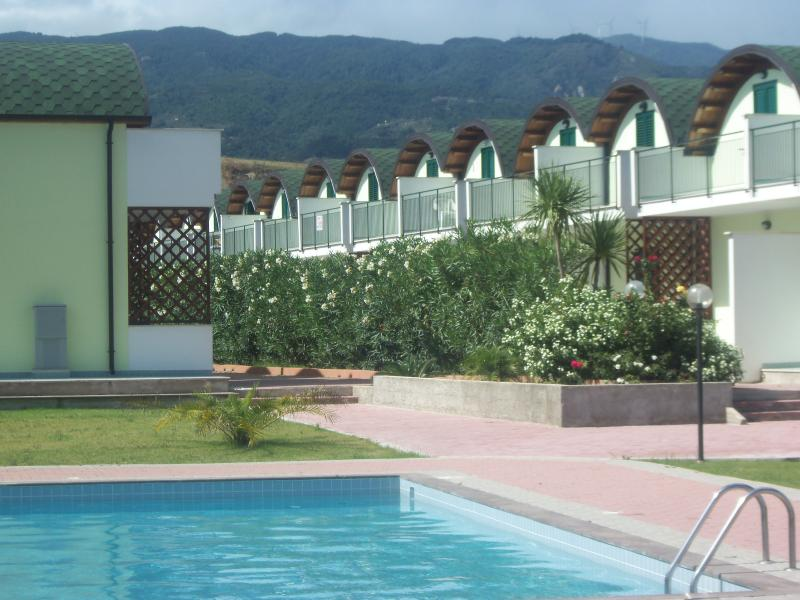 Isca Dreams, by Beach, 2 bedrooms, Private Parking, Family friendly with Pools, holiday rental in Davoli