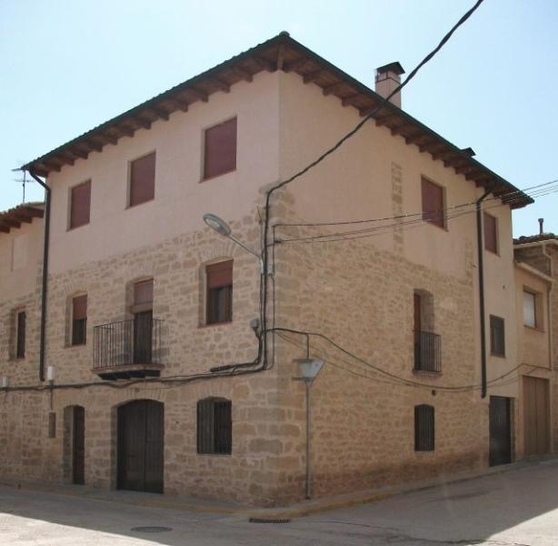 APARTAMENTOS CASA FERRÁS EN C/, holiday rental in Province of Teruel
