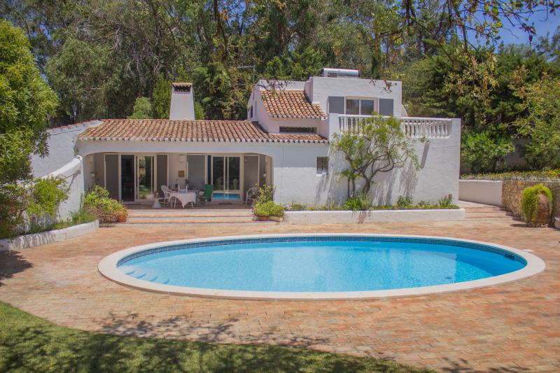 Charming 3+1 Bedroom Villa in Quinta da Balaia w/ privat pool, vacation rental in Albufeira