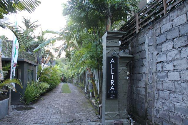 Hermosa entrada y entrada a ALLIRA