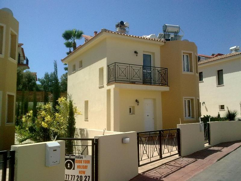 Crystal Lagoon Holiday Villa, holiday rental in Protaras