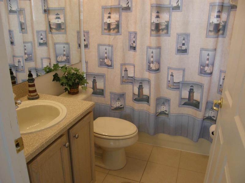Twin/Pool Shared Bathroom