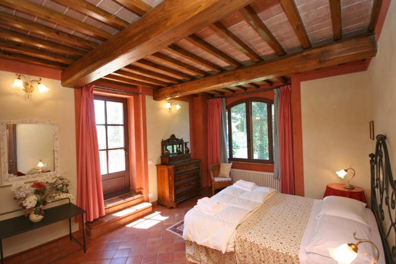 Casa Vacanze Scopeto - Apt. 9 indipendent villa, 3 bedrooms, patio, shared pool, holiday rental in La Selva