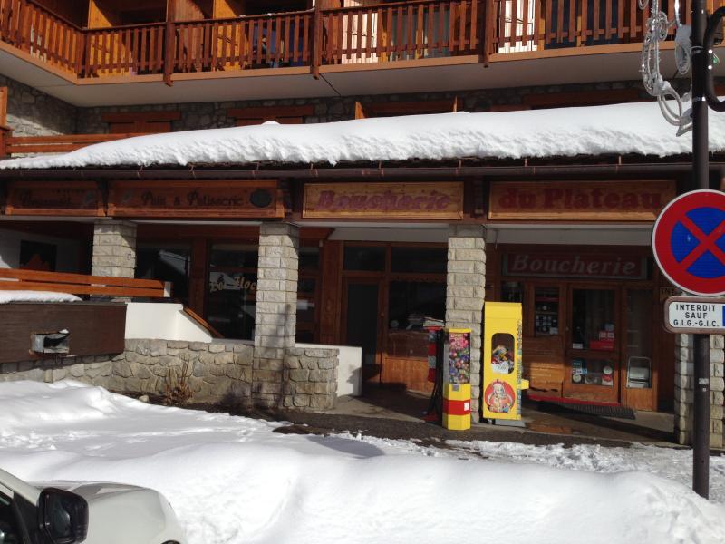 Varias tiendas de esquí