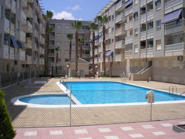 Piso céntrico en Playa del Cura, vacation rental in Torrevieja