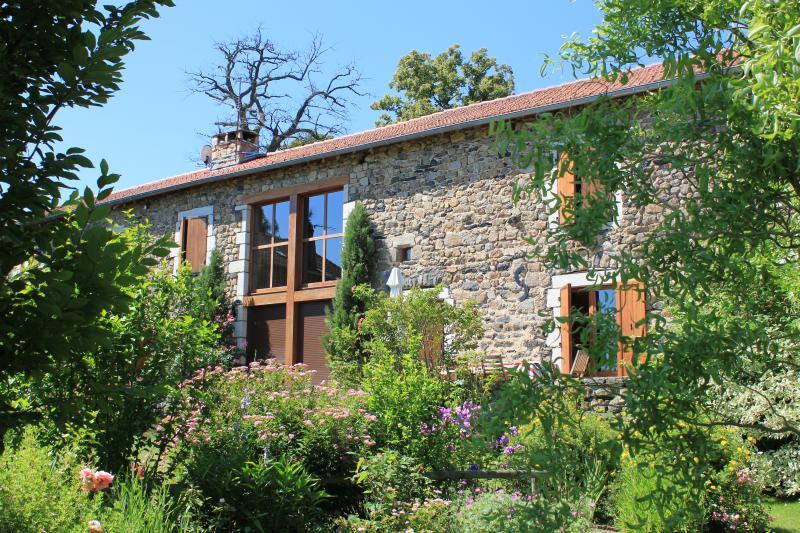 Chambre d'hôtes Les Fermes du Château, vacation rental in Haute-Loire